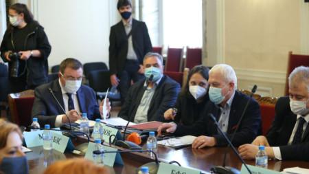 Осигурените количества ваксини в България са достатъчни, заяви министър Костадин Ангелов на заседанието на здравната комисия на парламента.