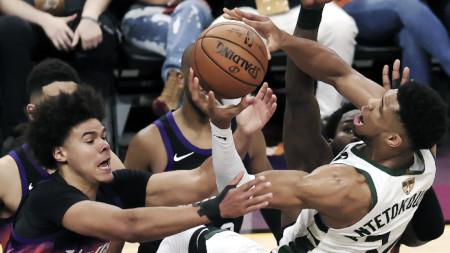 Финикс спечели първата среща от финалната серия в НБА