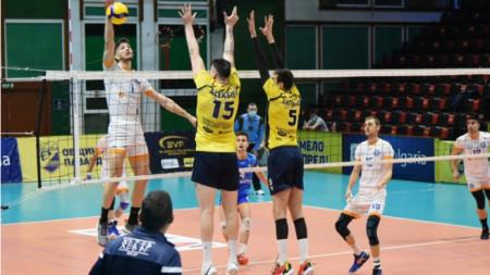 Добруджа и Хебър на полуфинал за купата по волейбол