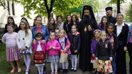 Деца от Неделното училище към Видинската  митрополия и от групите по религия в училищата и детските градини често са със съвместни изяви за празници