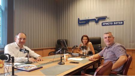 """Николай Василев, Ива Дойчинова и Стойне Василев (отляво надясно) в студиото на """"Нашият ден"""""""