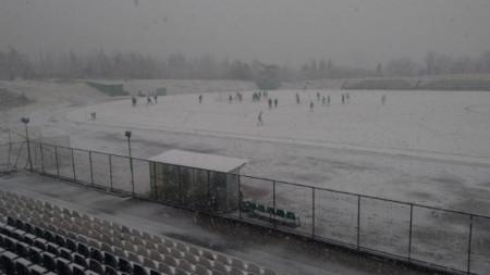 Снегът спря контролата в Стара Загора.