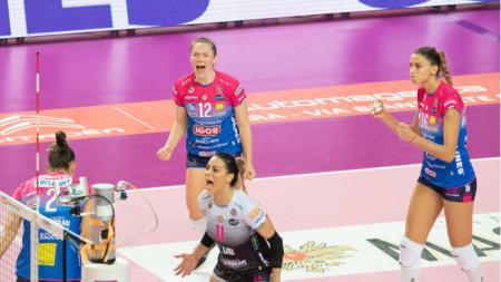 Елица Василева (вдясно) записа 10 точки.