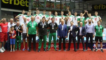 Националният отбор със сребърните медали.