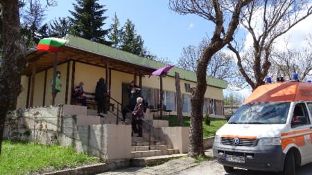 Ваксинирането в село Момин сбор