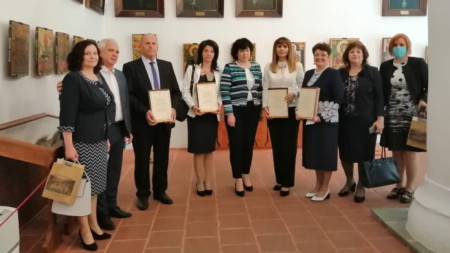Наградата на МОН по традиция се връчва на 11 май в Рилския манастир.