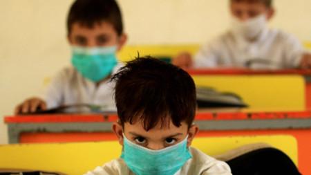 Деца в училище в Пакистан