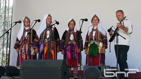 Фолклорна група от с. Малък Девесил