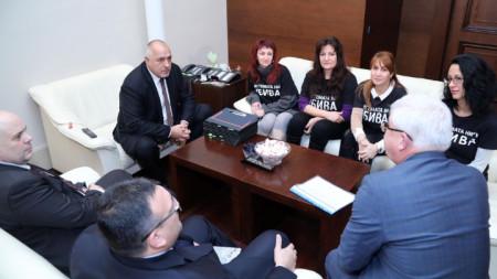 Премиерът Бойко Борисов се срещна в Министерски съвет с представители на майките на деца с увреждания. В срещата участваха министрите Бисер Петков, Кирил Ананиев и Младен Маринов.