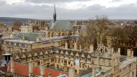 Изглед към сградите на Оксфордския университет.