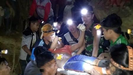 Поне 30 души са затрупани в незаконната златна мина.