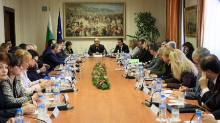 """По инициатива на президента се състоя дискусия на тема """"Избори - прозрачност и доверие""""."""