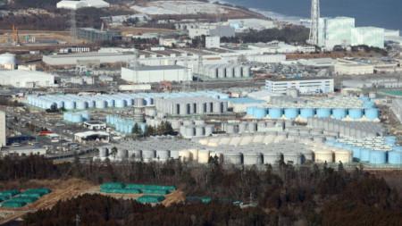 """Поглед от въздуха към ядрената централа """"Фукушима"""", която претърпя тежка авария след земетресение и цунами на 11 март 2011 г."""