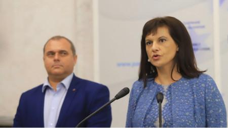 Даниела Дариткова от ГЕРБ и Искрен Веселинов от ВМРО на брифинга в Народното събрание