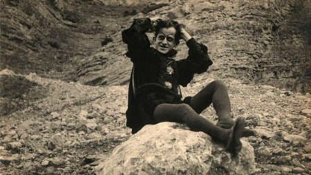 """Снимка на Васил Гендов в ролята на дявола във филма """"Дяволът в София"""", 1921 г."""