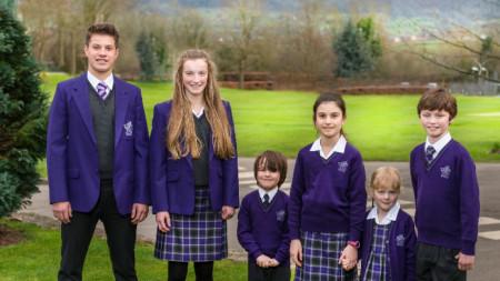 Така изглеждат ученическите униформи в едно английско училище в Глостър