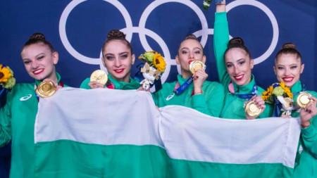 Олимпийските шампионки - Лаура Траатс, Стефани Кирякова, Мадлен Радуканова, Симона Дянкова и Ерика Зафирова