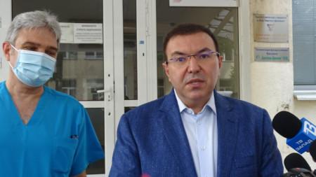 Здравният министър проф. Костадин Ангелов посети болницата и ЦСМП в Кюстендил