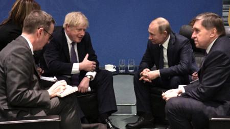 Британският премиер Борис Джонсън по време на разговори с руския президент Владимир Путин в рамките на международния форум в Берлин за бъдещето на Либия.