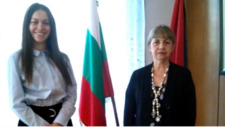 Симона Борисова с посланичката на Куба в България г-жа Каридад Ямира Куето Милиан