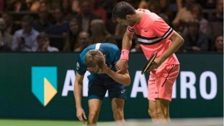 Григор Димитров се притече на помощ на Гофен след удара в окото му.