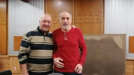 Писателят Емил Андреев и водещият Емил Янев (от дясно наляво)