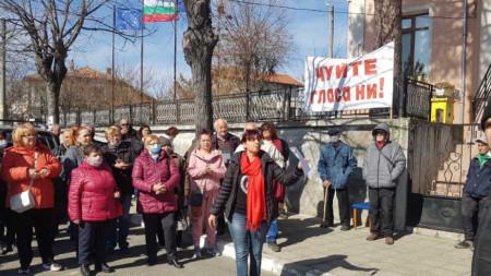 Жители на морското село Баня на протест с искане да не се отделят от община Несебър, 4 март 2021 г.