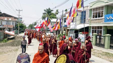 Будистки протест срещу действията на армията на Мианма в щата Рахин