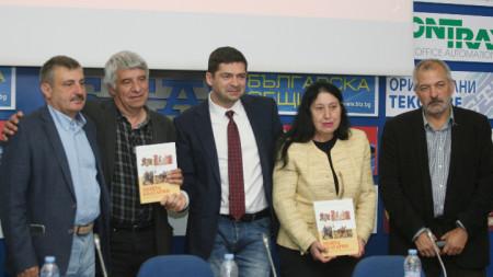 """""""Моята България"""" е първото учебно помагало, което хронологично покрива цялата история на България."""