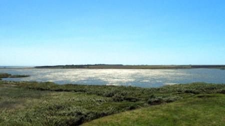 Дуранкулашкото езеро е в списъка на влажните зони с международно значение от 28 ноември 1984 г. Разположено е върху площ от 350 хектара в Североизточна България, на 6 км от границата с Румъния, източно от едноименното село.