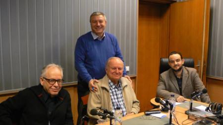 Отляво надясно: Румен Генов, Александър Шурбанов, Митко Новков (изправен) и Любомир Кръстев
