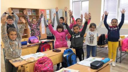 Деца от училището в село Бяла река, община Върбица