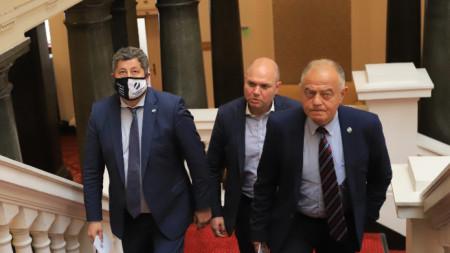 Христо Иванов, Владислав Панев и Атанас Атанасов и  от ДБ в Народното събрание.