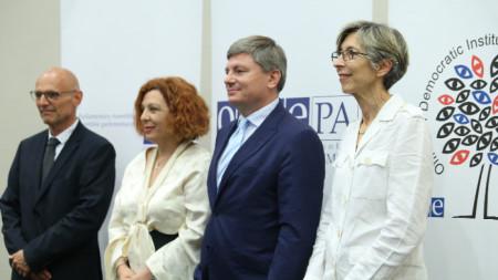 Пресконференция на международните наблюдатели на изборите, които представиха своите предварителни заключения след предсрочните парламентарни избори.