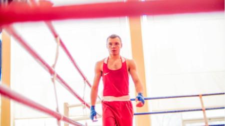 Ясен Радев ще се боксира в категория до 52 кг.