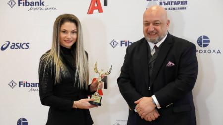 Габриела Петрова получа статуетката от министър Кралев.