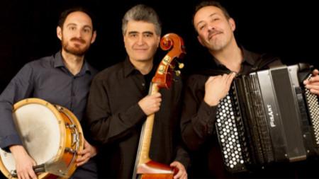 Рено Гарсия Фонс (в средата)