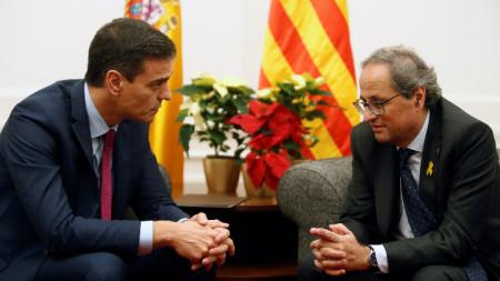 Испанският премиер Педро Санчес и лидерът на Каталуния Ким Тора.
