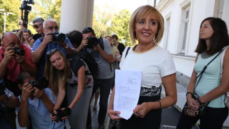 Мая Манолова депозира оставката си като омбудсман в Народното събрание.