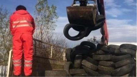 Друга мярка срещу горенето е събирането на ненужните автомобилни гуми