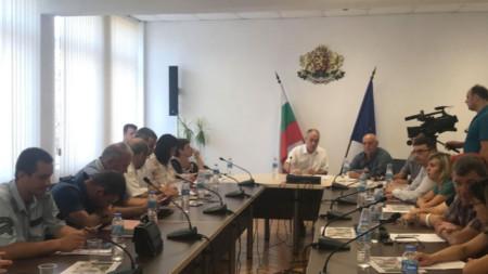 Заседание на Областната епизоотична комисия в Шумен във връзка с двете огнища на африканска чума по прасетата в община Смядово от породата източнобалканска