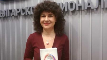 """Албена Димитрова, един от организаторите на гостуването на Владимир Дубковски и издаването на """"Нектар за душата""""."""