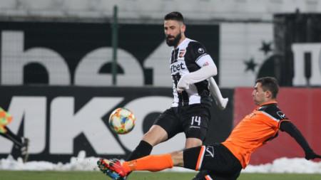 Димитър Илиев отбеляза двата гола за Локомотив.