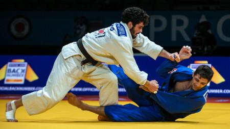 Последният български представител в джудото Ивайло Иванов (в синьо) започва участие в Токио във вторник.