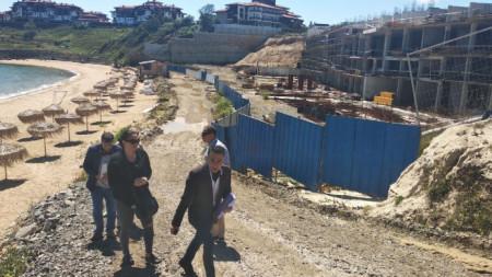 Екипи на РДНСК и община Созопол извършиха проверка на строежа в защитената местност Алепу.