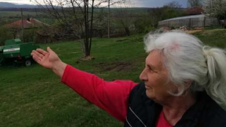 Леля Росица, жителка на Мало Пещене.