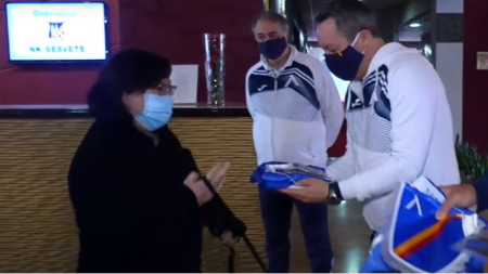 Славиша Стоянович подарява екип на