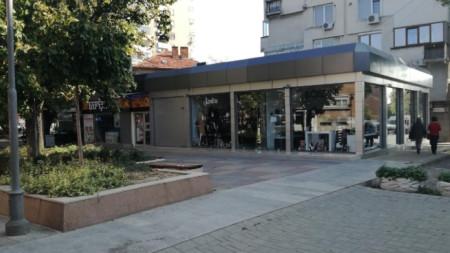 Затворените магазини в пешеходната част на Сливен