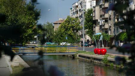 Скулптурата ще бъде поставена на видно място, на един от бреговете на река Марица.