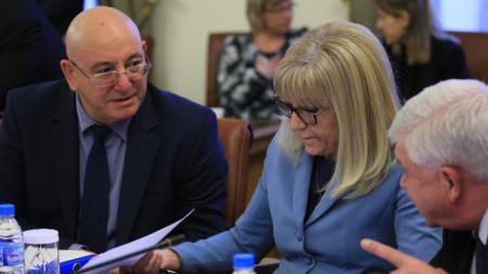 Емил Димитров, Петя Аврамова r Кирил Ананиев на заседанието на Министерски съвет.